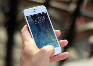 شاشة OLED منحنية و أيضا منفذ USB-C أبرز تغييرات أيفون القادمة وفقا لصحيفة WSJ