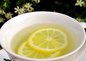 تناول عصير الليمون الدافئ صباحا طريقك للحيوية والنشاط