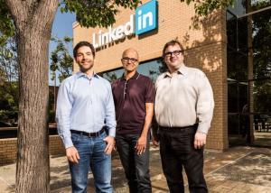 جوجل وآبل تزيلان تطبيق LinkedIn من متجري Google Play و App Store