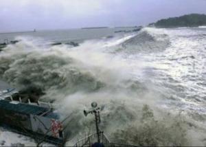 """الصين تصدر تحذيرا باللون الأصفر تأهبا لوصول الإعصار """"نوك-تن"""" لسواحلها صباح الغد"""