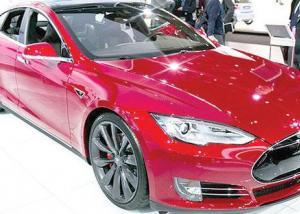 Tesla   تطرح 50 آلف سيارة كهربائية في العام 2015
