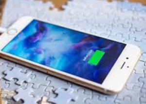 """آبل """" تؤكد """" قدوم تقنية الشحن اللاسلكي للجيل المقبل من iPhone بطريقة غير مباشرة"""