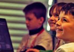 تقرير استشراف المستقبل يدعو الحكومات إلى دمج أفكار وتقنيات مبتكرة في المناهج الدراسية