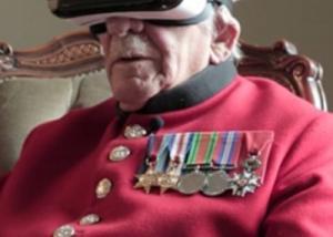 محارب قديم يستخدم  نظارته الافتراضية للعودة للماضى