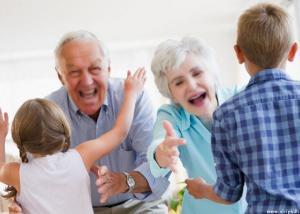 الأجداد الذين يساعدون فى رعاية الأحفاد يعيشون لفترة أطول