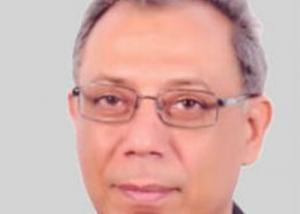 أبو العز : اعتماد مركز الخدمات الإلكترونية كوحدة خاصة لتقديم خدمات التكنولوجيا بالجامعة وللغير