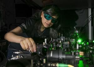 مادة نانو-بلورية تحوِّل النظارات العادية إلى نظارات رؤية ليلية